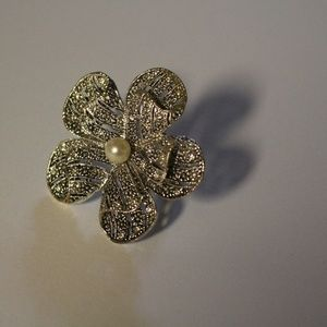 Jewelry - Cute adjustable flower ring
